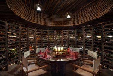 La cave à vins proposant une grande sélection de vins du monde entier