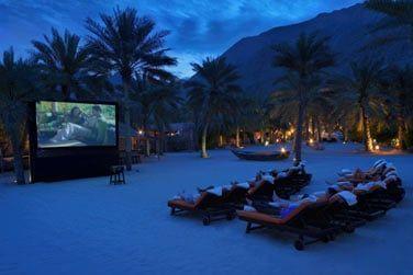 L'établissement possède un cinéma en plein air, le Paradisio. Sur la plage dans de confortables transats