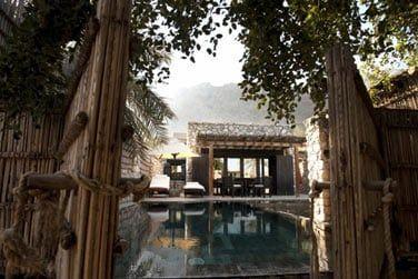 L'extérieur de la villa avec piscine