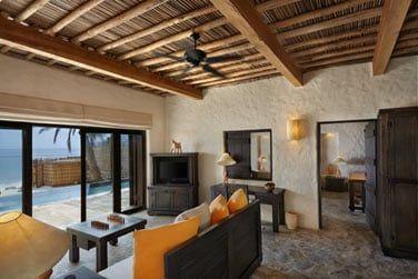 Le salon de la Villa Suite avec piscine