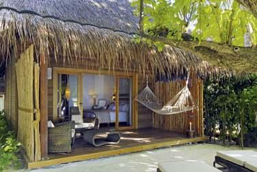 Les villas plage sont décorées dans des matériaux locaux dans un esprit très nature