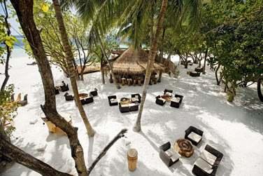 Le totem Bar, un endroit convivial pour un verre les pieds dans le sable