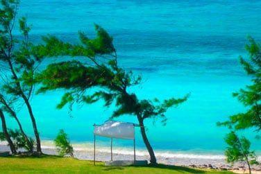 Profitez de cet immense lagon pour vous adonner aux sports nautiques ou détendez-vous sur la plage