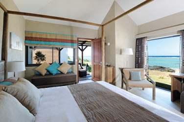 Les chambres côté mer offrent une vue splendide sur la mer et un accès direct à la plage