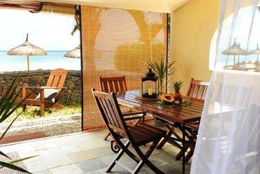 La terrasse des chambres offrant une vue sur la mer et vous promettant intimité et tranquillité