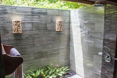 Salle de bain récemment rénovée
