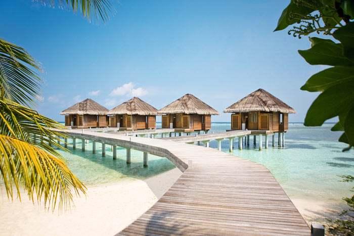 Laissez-vous tenter par les cabines de spa sur pilotis pour un soin ou massage au-dessus du lagon turquoise