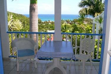 Depuis votre balcon, admirez la vue sur le jardin tropical