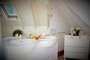 Une salle de bain agréable