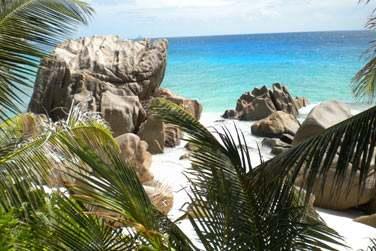 offrent une vue spectaculaire sur la baie d'Anse Patate