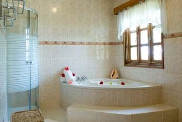 La salle de bains de la Suite Lune de Miel