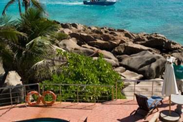 La fantastique vue depuis la piscine de l'hôtel