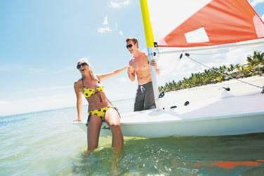 Au Sugar Beach Resort, les activités ne manquent pas. Initiez-vous à la voile