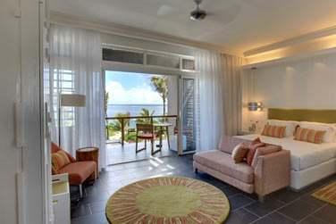 La chambre supérieure vue mer ouverte sur un balcon privé et offrant une belle vue sur la mer