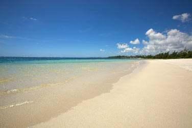 La célèbre plage de Belle Mare, longue de plusieurs kilomètres