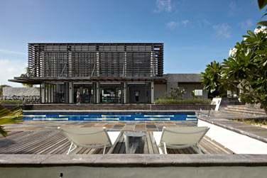 Le centre de sports est immense : 216 m² d'équipements sportifs et une piscine extérieure