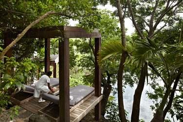 Le Spa possède un pavillon extérieur au coeur de la végétation luxuriante