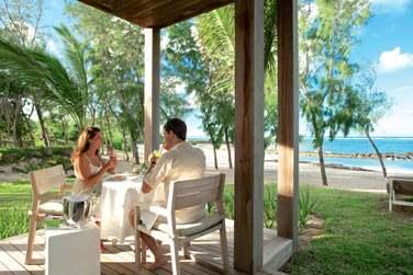 Pourquoi ne pas vous laisser tenter par un petit déjeuner sur votre terrasse privée face à la mer ?