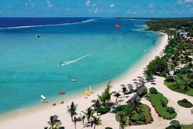 L'hôtel est bordé par l'une des plus belles plages de l'île Maurice