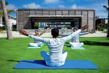 Des séances de yoga, stretching et aérobic sont dispensés tous les jours à l'intérieur comme à l'extérieur.