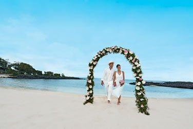La longue plage est le lieu rêvé pour célébrer une union