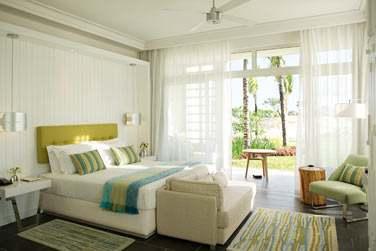 Une chambre supérieure au design moderne et épuré rehaussé de petites touches de couleurs