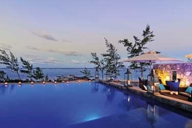 Au couché de soleil .. vous apprécierez prendre un verre au bord de la piscine