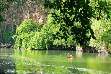 Vous pourrez sillonner la rivière à bord d'un kayak et découvrir de fabuleux paysages
