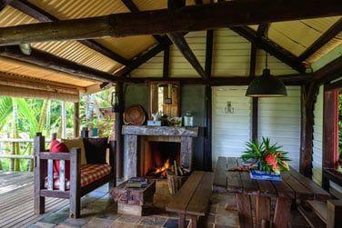 La 'vieille cheminée' et sa déco rustique