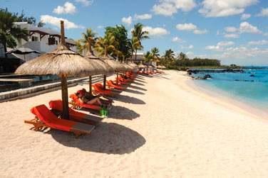 Situé sur la côte nord-ouest, l'hôtel est bordé par une petite plage de sable blanc