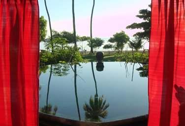 La Villa Puri Dadap Merah possède une piscine privée face à la mer et à la nature environnante