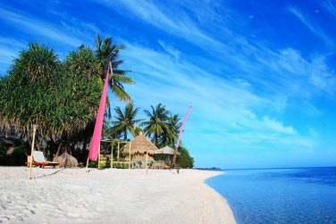 Bienvenue sur la très belle plage de sable blanc de Sire,