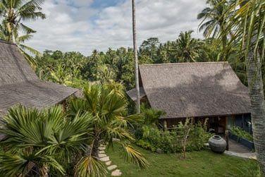 Les villas sont disséminées dans de somptueux jardins tropicaux.