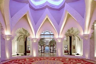 La réception de l'hôtel Al Husn est splendide... Un vrai décor de palais oriental