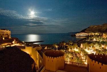 L'hôtel Al Bandar au clair de lune...
