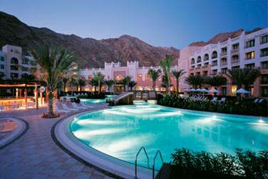 La piscine de l'hôtel Al Waha, au coeur du resort, entre mer et montagne