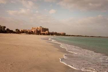 L'hôtel est bordé par une belle plage de sable blanc