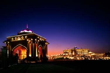 Au clair de lune, le palace s'éclaire de 1000 feux ! Un véritable spectacle