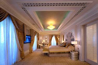 Intérieur de la spacieuse Suite Deluxe Khaleej