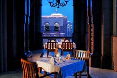 La cuisine du Vendôme est un mélange de parfums exotiques et de plats internationaux.