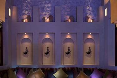 Au restaurant Mezlai règne une atmosphère à la fois traditionnelle, design et authentique.