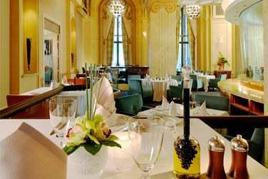 Venez déguster les saveurs de la cuisine méditerranéenne et italienne au restaurant Mezzaluna