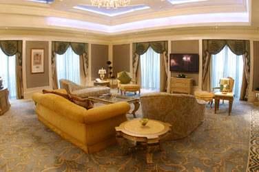 Spacieux salon de la Suite Royale (sur demande uniquement)
