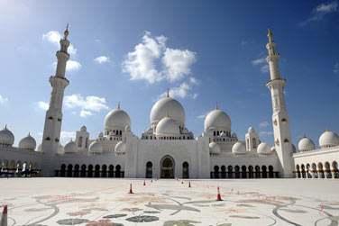 Ne manquez pas la majestueuse mosquée Sheikh Zayed, l'une des plus grandes au monde