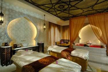 Les salles de soin sont somptueuses, décorées dans un style oriental