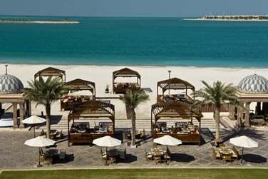 BBQ Al Qasr : l'expérience d'un dîner en plein air face à la mer d'Arabie.