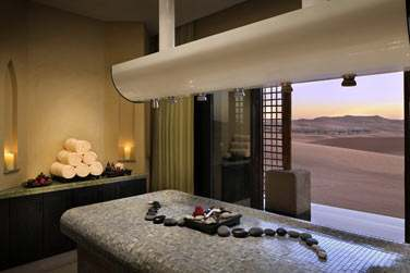 Les salles de soin (ici la salle Vichy) sont ouvertes sur le désert...
