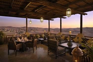 La vue panoramique depuis le restaurant Suhail