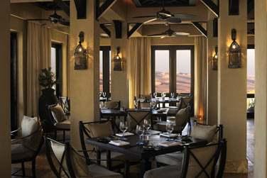 La salle intérieure du restaurant Ghadeer, intimiste et romantique