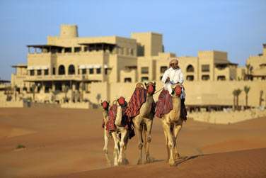 Partez à la découverte du fabuleux désert de Liwa... Optez pour une balade à dos de chameau